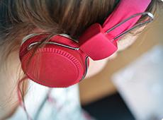 woman-with-headphones-ben-001